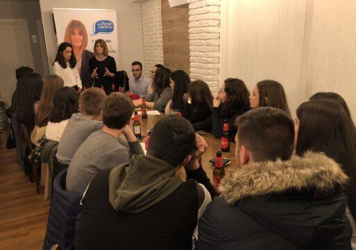 Carolina Castelló participa en un encuentro con jóvenes de la Vall