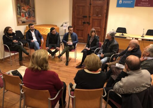 Carolina Castelló se reúne con la Asociación Arqueológica de la Vall